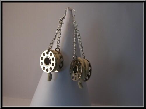 Boucles rouleau de ficelle en Fimo.