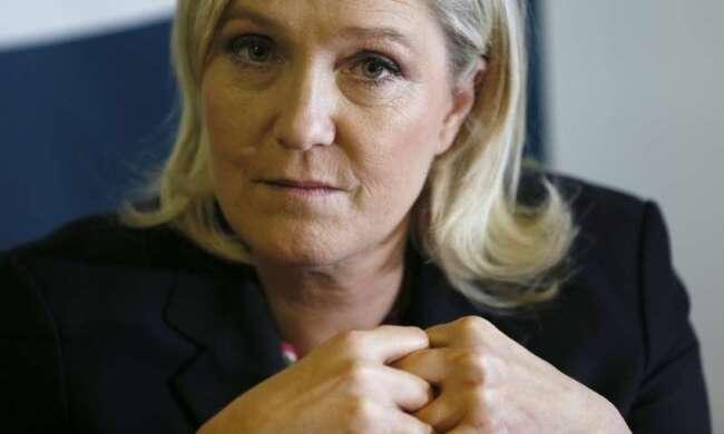 """Marine Le Pen porte plainte pour """"menace de mort"""" après la découverte d'un tag menaçant"""