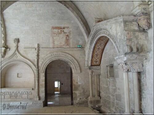 Abbaye de Montmajour cloître enfeus abbé Hugolen et comtes de Provence