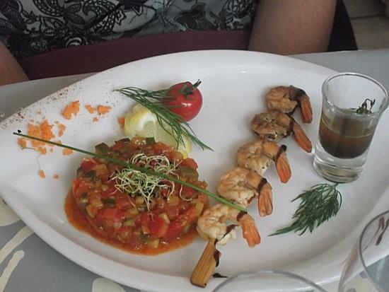 Tartare de légumes et de crevettes mariné