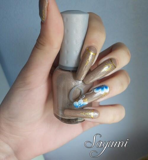Nail Art Fleur Bleue et Or