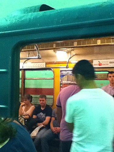 St Pétersbourg , Métro aux ampoules electr