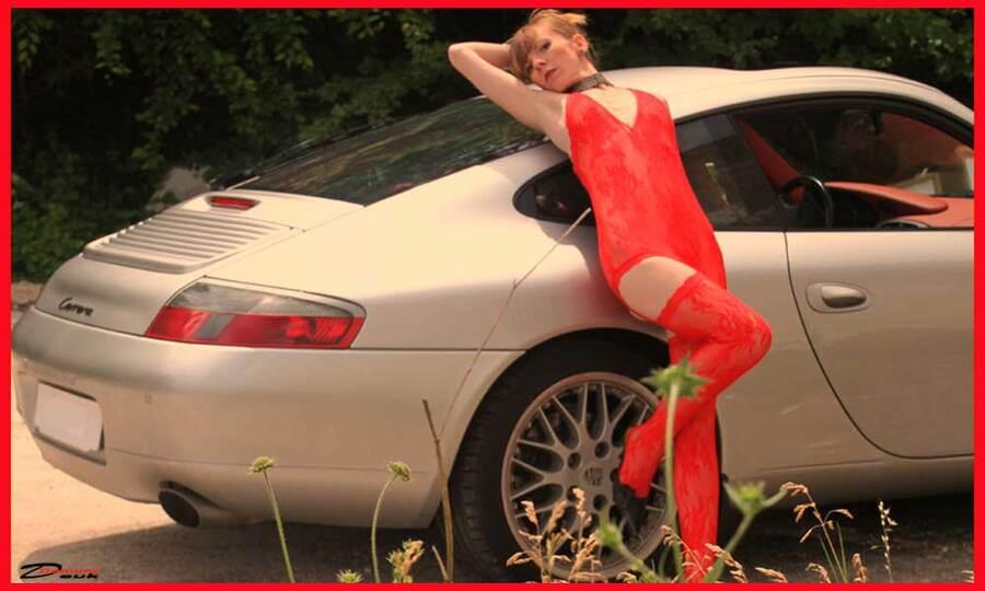 Cécile sort sa Porsche