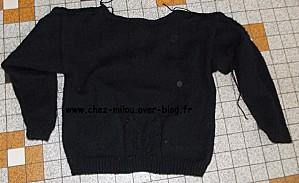 pull noir à feuilles04