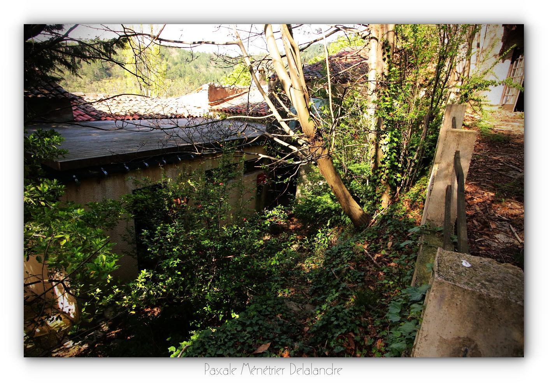 Urbex en Cévennes, Gard (2/3) - Le restaurant et son salon.