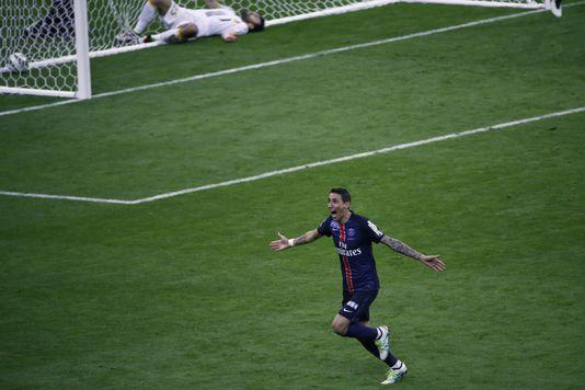 Angel Di Maria exulte après avoir marqué le but de la victoire.