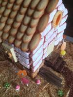 Maisonnette en biscuits et bonbons