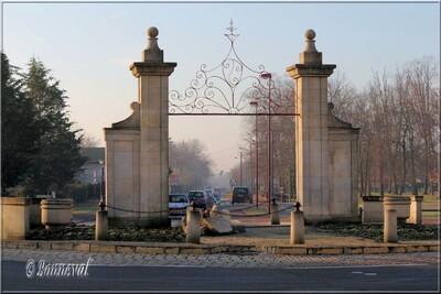 Rond-point à Parempuyre Gironde Portail de château Aquitaine