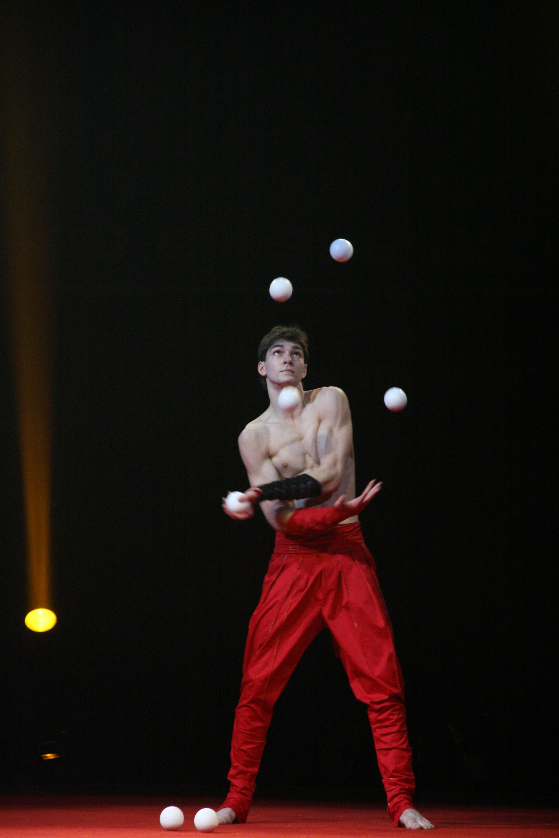 Au festival mondial du cirque de demain 2013 cirque a - Image jongleur cirque ...