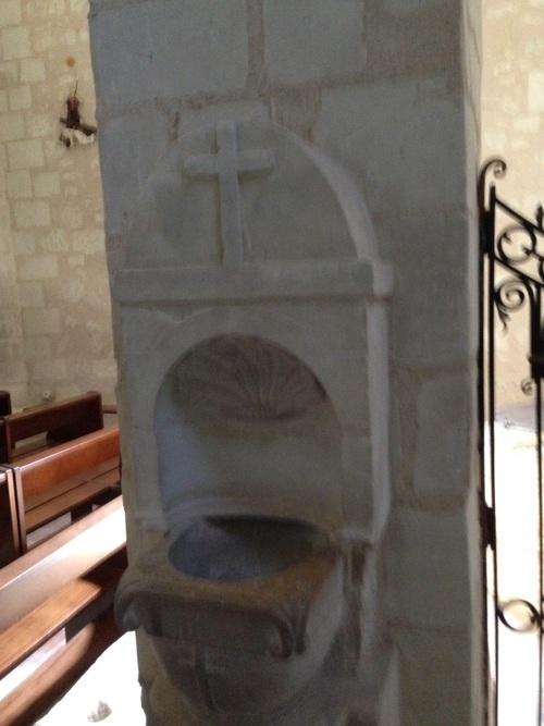 Eglise d'Ingrandes - bénitier avec la coquille