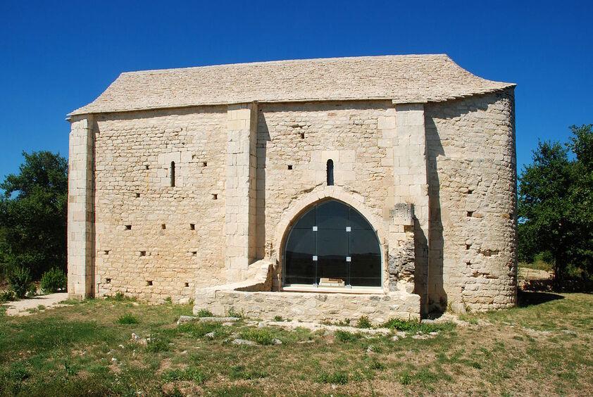 Chapelle Saint-Étienne de Saint-Hilaire-d'Ozilhan 05.JPG
