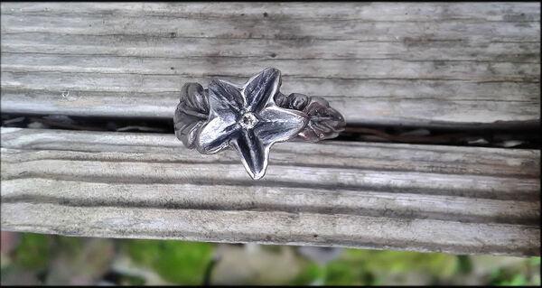 bague fleur et zircon