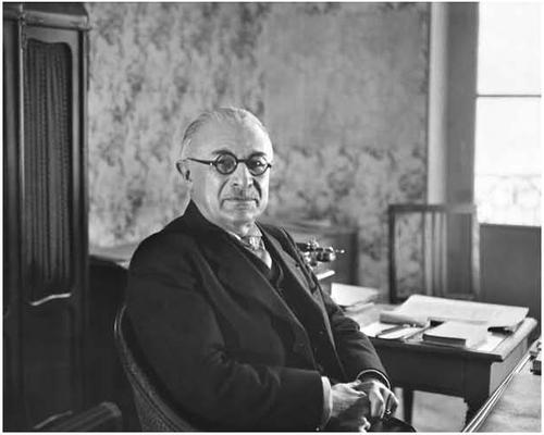 Jérôme Carcopino*, nommé Recteur de l'Académie de Paris le 12 novembre 1940 (© Roger-Violl