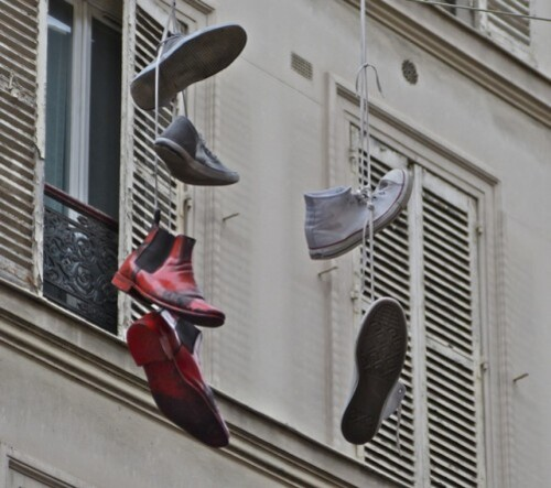 chaussures accrochées Street-art Beaubourg 5