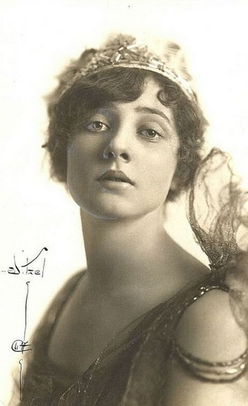 Betty Blythe 1893 - 1972 An American actress best known for her dramatic roles in exotic silent film