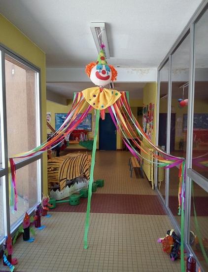 Le cirque : expos des Maternelles et des primaires (Classes parties en classe transplantée)