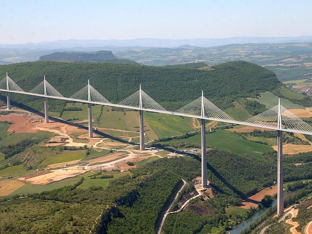 Le plus beau pont que j ai vu ...ne dépare pas la paysage