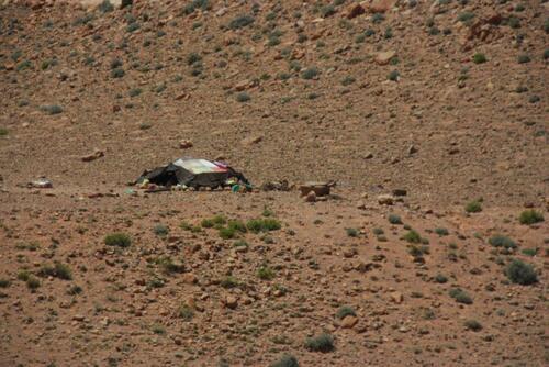 Une tente nomade, apparemment bien petite