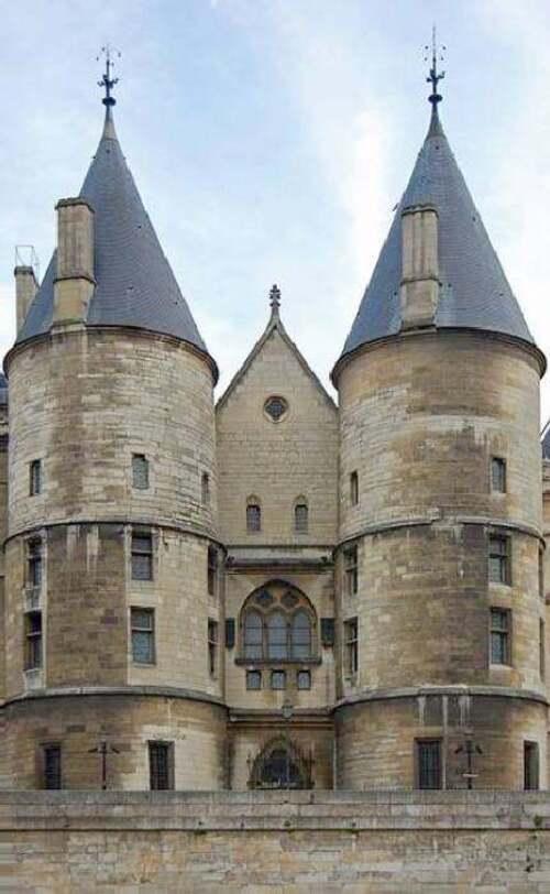 Le grand almanach de la France : Les toits en poivrière