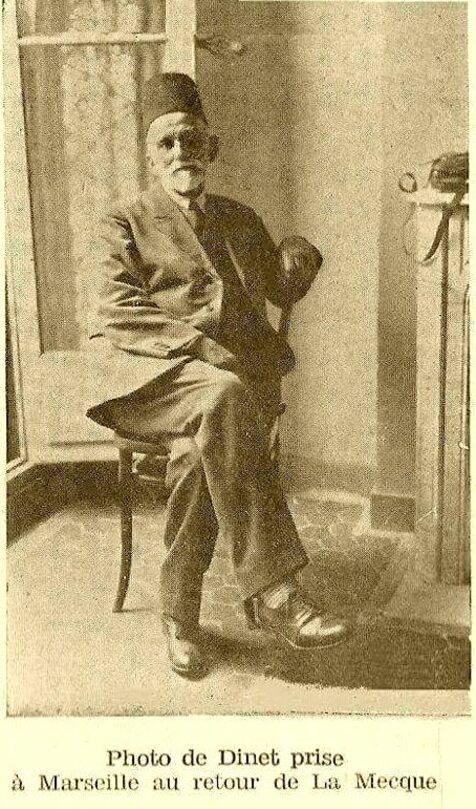 L'image contient peut-être: une personne ou plus, chaussures et texte