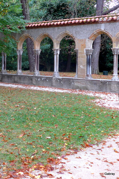 Tarbes: un cloître au jardin Massey