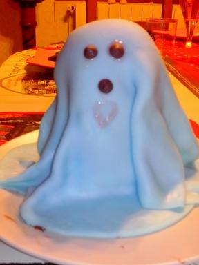 * Cuisine halloween: le cake fantôme en pâte à sucre
