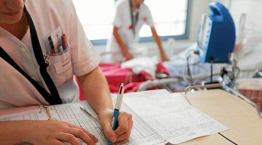 Le CHRU de Brest a rencontré des difficultés de recrutement notamment d'infirmiers et d'aides-soignants pour cet été, il manque 52 contrats, dont 19 infirmiers et 33 aides soignants.