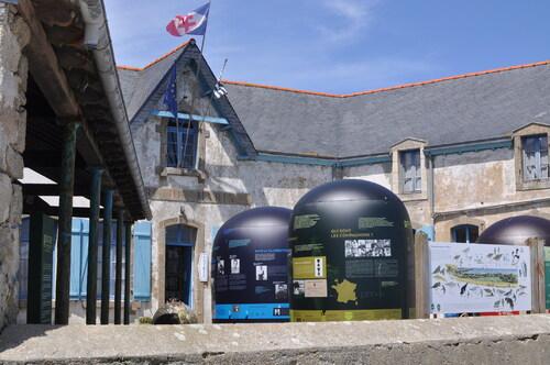 * Une invitation au voyage  : l'Ile de Sein et son Musée....