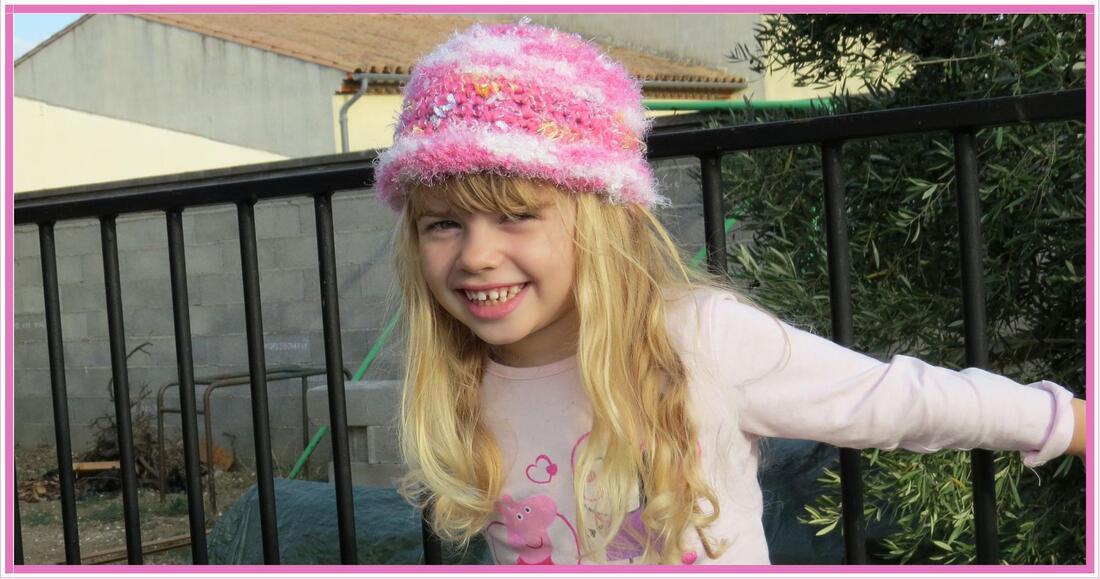 Le bonnet rose de Louane