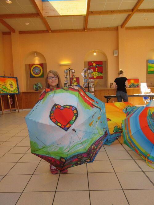 Coloriage aux Arcades et parapluies