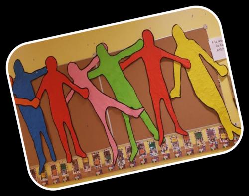 Silhouettes des enfants à la manière de Keith Haring