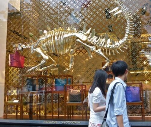 Vuitton dinosaures champs-élysées 20828