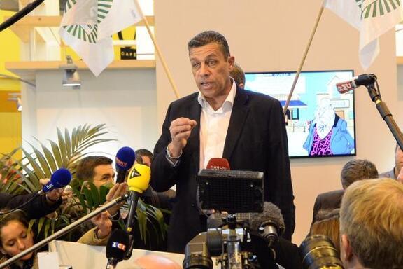 Au Salon de l'Agriculture, Xavier Beulin, président de la FNSEA, appelle au calme et à la dispersion des manifestants.