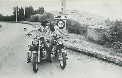 Vacances d'été 1975 : Aimer avant de brunir...