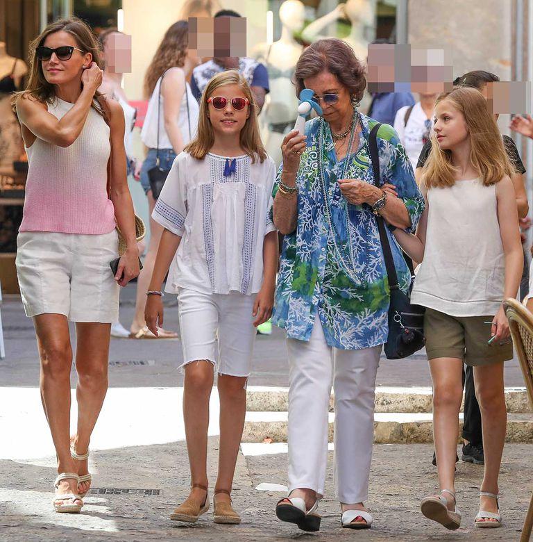 La reine Sofia à Majorque, en famille