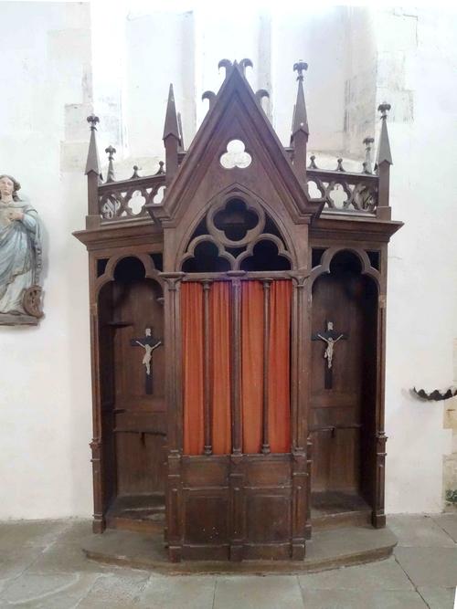 Certains confessionnaux sont encore bien présents dans quelques unes de nos églises Châtillonnaises !
