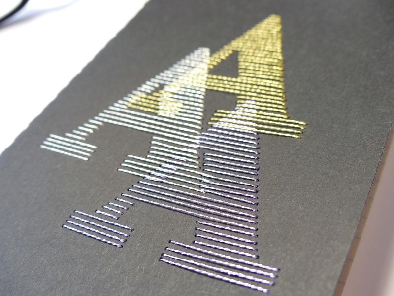 Carnet monogramme brodé main noir fils brillants