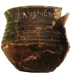 Gobelet portant le nom d'une religieuse : Aughilde, abbaye d'Hamage (Nord), VIIIe siècle