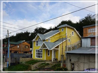 Un peu d'architecture d'Ushuaïa vue du bus - Terre de Feu - Argentine
