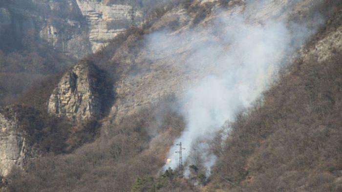 La chute d'un parapentiste déclenche un incendie dans une montagne en Isère