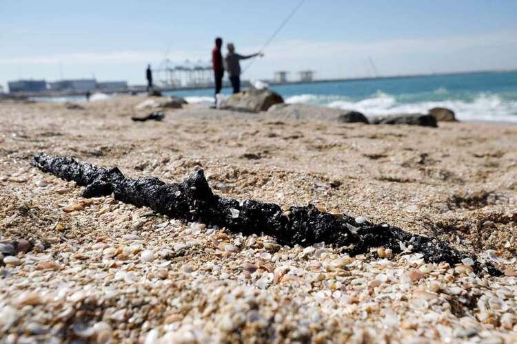 Les plages d'Israël touchées par une marée noire historique