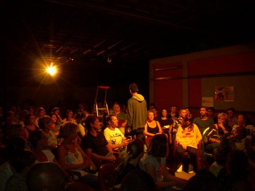 La représentation : un public ravi... et une troupe aussi !