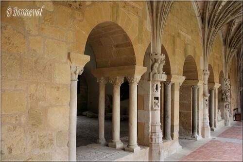 Abbaye de Cadouin le cloître la salle capitulaire galerie Est