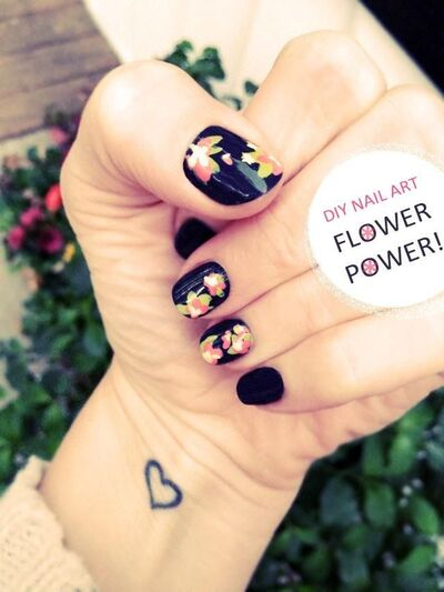 DIY Floral Nail Art DIY Nails Art @katerinamaslaro