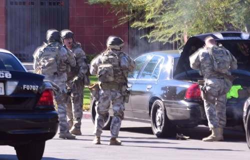 A shooting in San Bernardino (California) : Three suspects are runaway..