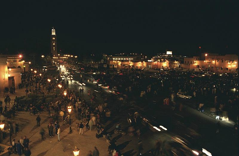 800px-Marrakesh,_Djemaa_el_Fna_in_the_evening_(js)