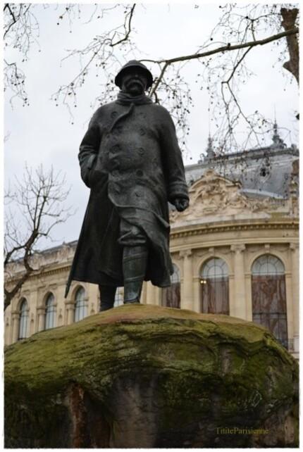 """Le """"Tigre"""" sur les Champs-Elysées"""