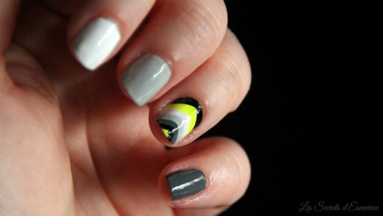 Nail art néon gris