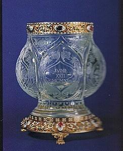 Vase de style renaissance, rubis, saphirs, cristal de roche