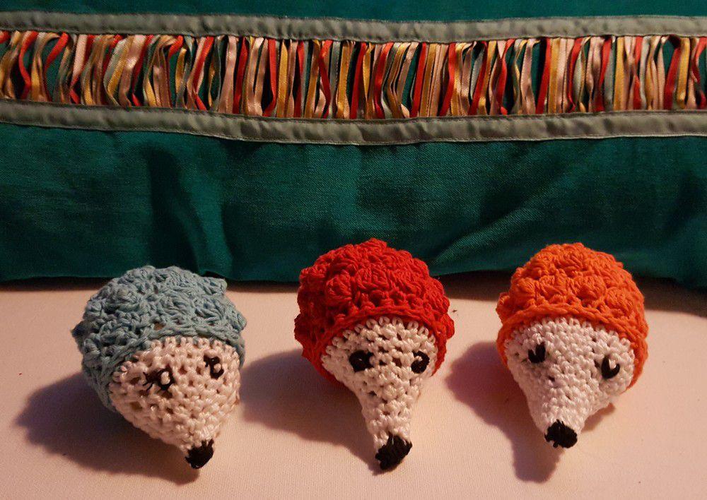 Trois petits hérissons au crochet...